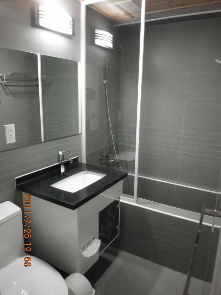 浴室烤漆玻璃裝潢 斗圖網